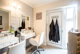 Kapper Wezembeek-Oppem (Knippen) - Jennifhair@home