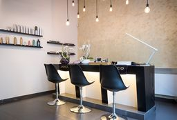 Nails Ixelles (Shellac / gel nail polish) - Joya Hair & Beauty Bar