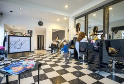 Hairdresser Jette (Blow dry / styling) - LN Coiffure