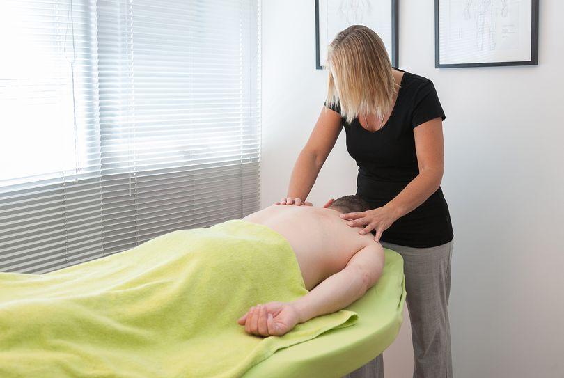 vuistnueken body to body massage lelystad