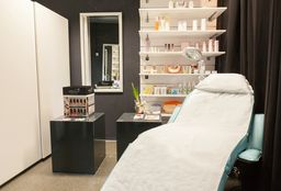 Nails Rotterdam (Hand & Foot massage) - La Bella Vita Salon & Spa