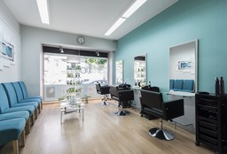 Nails Bruxelles (Getting your nails done) - Lola Coiffure - Femmes