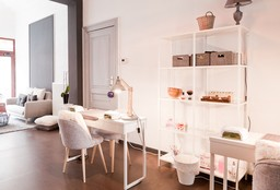 Nails Ixelles (Getting your nails done) - Comme chez elles