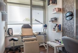 Nails Haarlem ((Cosmetic) Pedicure) - Mina's Hair & Beauty