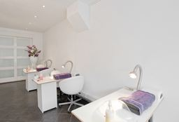 Nails Haarlem (Paraffin wax treatment) - Nailstudio Amber