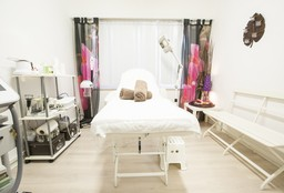 Nails Evere (Hand & Foot massage) - Institut Lelia