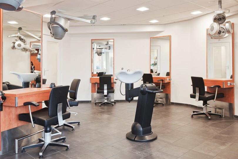 Salon Pompenburg, Rotterdam - Hairdresser - Haagseveer 1