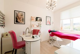 Nails Amersfoort (Getting your nails done) - Studio Rosa