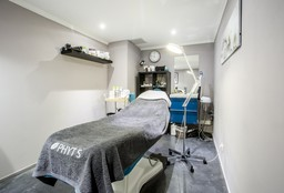 Face Bruxelles (Facial / facial treatment) - La Plus Belle @ Wo'men