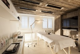 Nails Antwerpen (Paraffin wax treatment) - Maison de Trazegnies - Beauty