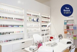 Nails Deurne (Getting your nails done) - Emilia New Look