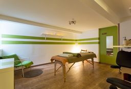 Hairdresser Ixelles (Head/chair massage) - Salvea Massage Centre