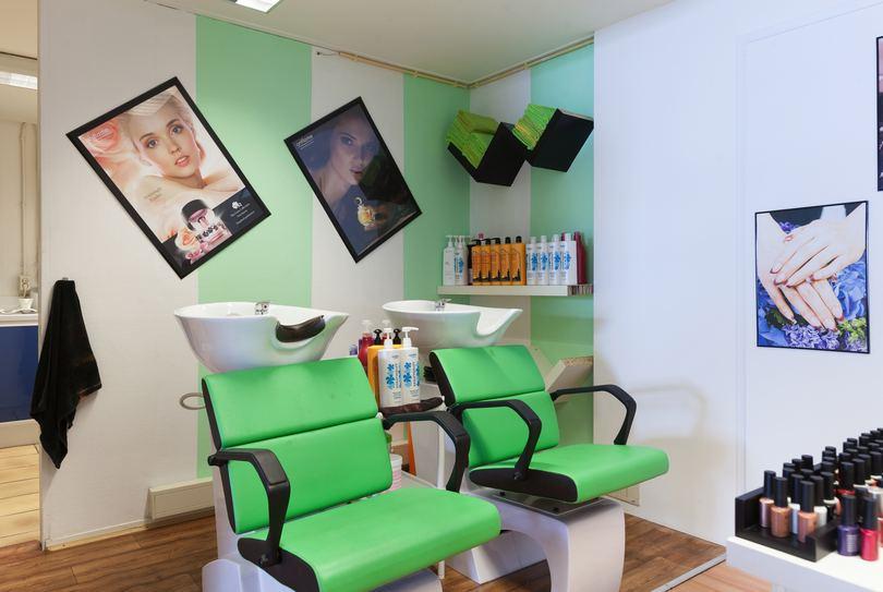 H.E. Haarservice, Nijmegen - Hairdresser - De Kluijskamp 10-45