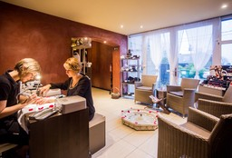 Nails Bois de Villers (Getting your nails done) - Semséa Beauty and Wellness