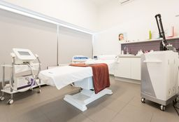 Massage Zuun (Hotstone massage) - Skinline Clinic