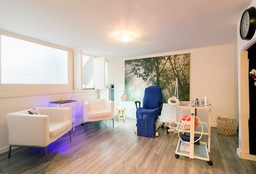 Nails Rotterdam (Fungal Nails) - Pedicurepraktijk Astrid Peperkamp