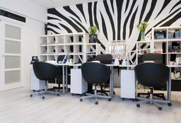Nails Hilversum (Getting your nails done) - Nagelstyliste Heidi