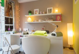 Nails Evere (Getting your nails done) - L'Instant Béatrice