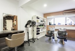 Nails Bruxelles (Getting your nails done) - Beauty and nails by Elha Studio