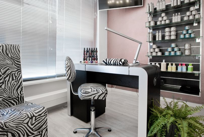 Black and White Beauty Salon, Almere - Kapper - azorenweg 17