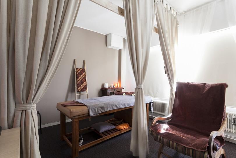 Seroja, Boom - Massage - Blauwstraat 50