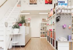 Nails Almere (Getting your nails done) - Sky High Cosmetics