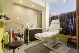 Nails Evere (Pedicure - medical) - L'Instant Jasmine