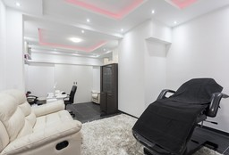 Nails Wilrijk (Getting your nails done) - Beautisqua