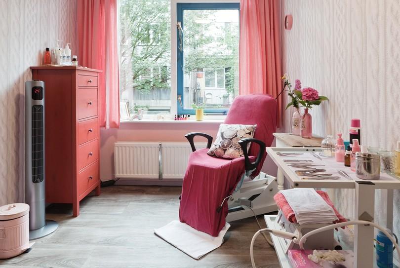 Pedicure Astrid Peperkamp, Rotterdam - Nagels - Van Oosterzeestraat 64