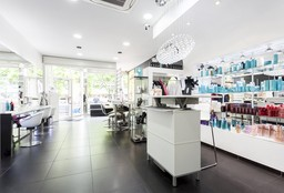 Hairdresser Molenbeek-Saint-Jean (Wedding Hairstyles) - Maroussa Khan - Sun 7 Beauty