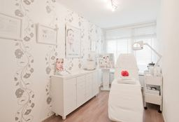 Face Alphen aan den Rijn (Neck and neckline) - Beauty Boutique Josien