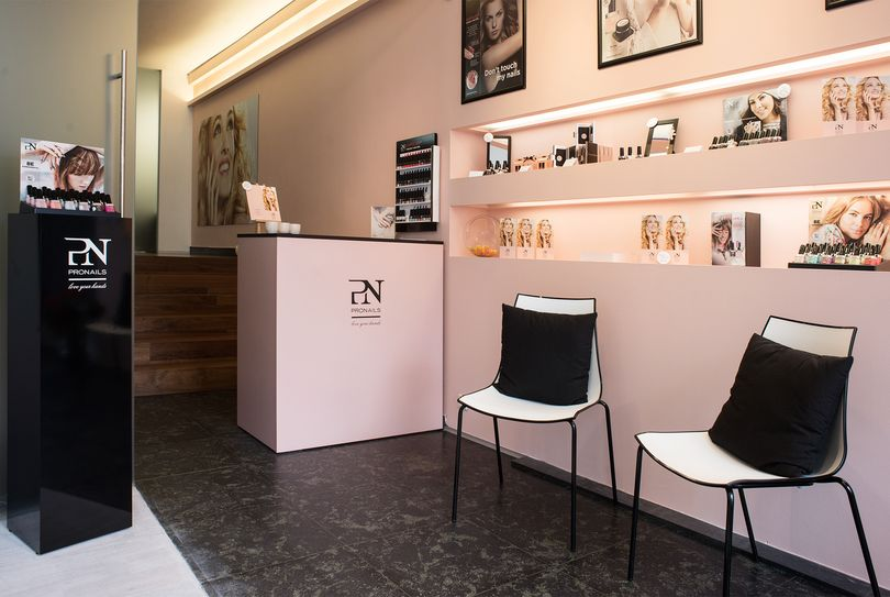 Pure Nails & Beauty, Antwerpen - Nails - Frankrijklei 132
