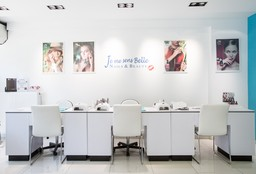 Nails Bruxelles (Getting your nails done) - Je me sens belle